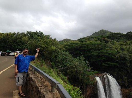 Wailua Falls: De Plane! De Plane!