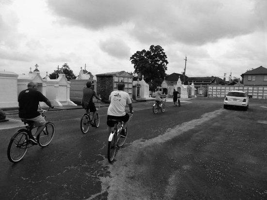 FreeWheelin' Bike Tours : Cemetery 3