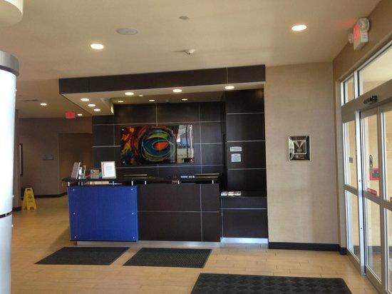 Cambria Hotel & Suites Rapid City: Front Desk