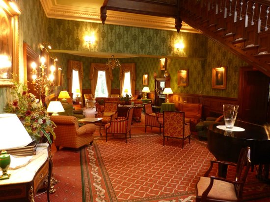 Kirroughtree House Hotel: The large lounge