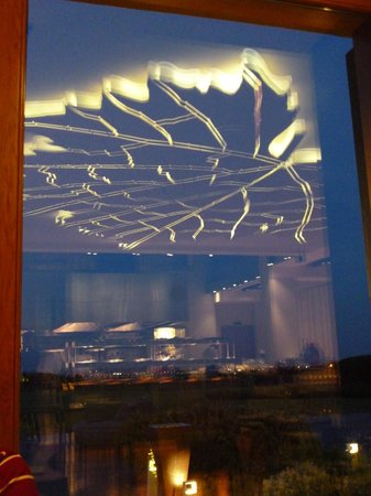 Vite Ristorante : view throught the window with reflection from inside.