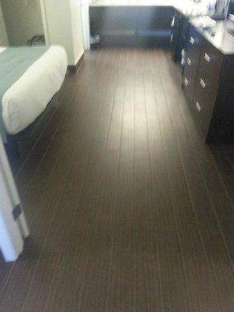 Jaybird's Inn: Ceramic Floors