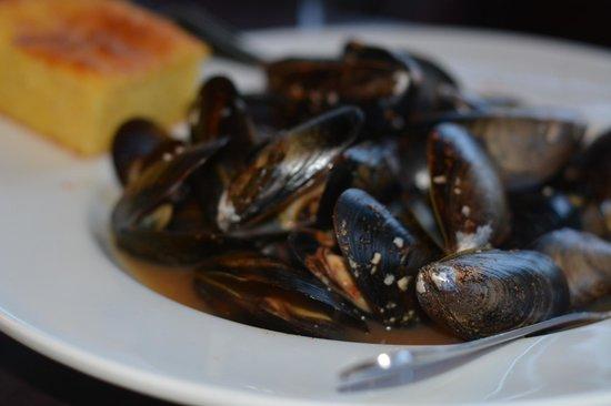 Beacon Landing Restaurant and Pub : Mmmm mussels