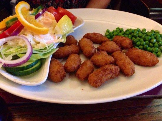 Wheatsheaf Inn: Scampi and Salad