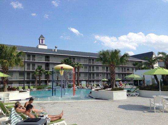 Avanti International Resort: Pool & Recreation Area