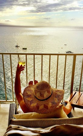 The Westin Maui Resort & Spa: Happy Hour in our Ocean View room