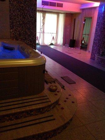 Citta di Castello, อิตาลี: Un ottimo albergo con ottimo personale e ottima cucina! Un bellissimo centro benessere dove vien