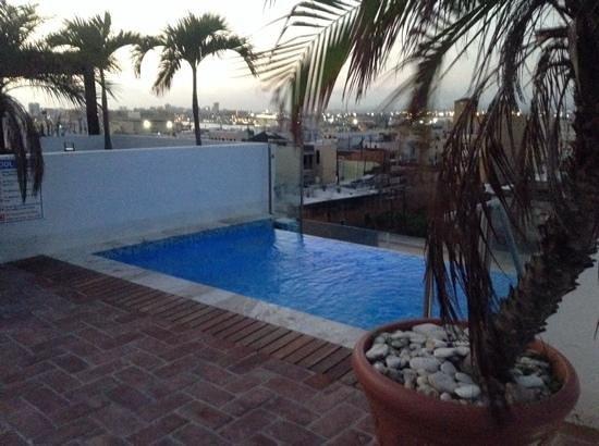 La Terraza de San Juan: roof deck infinity pool