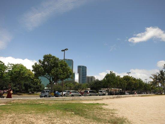 Ala Moana Beach Park: ビーチ目の前に駐車
