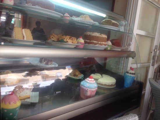 Harriet's Tea Room and Restaurant: Yummy cakes!!! ������