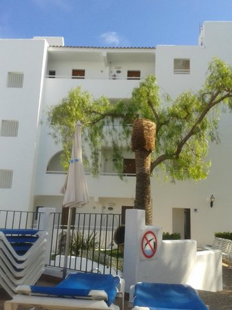Gavimar Cala Gran Costa del Sur Hotel & Resort: Our room at the top right by the lift brill x