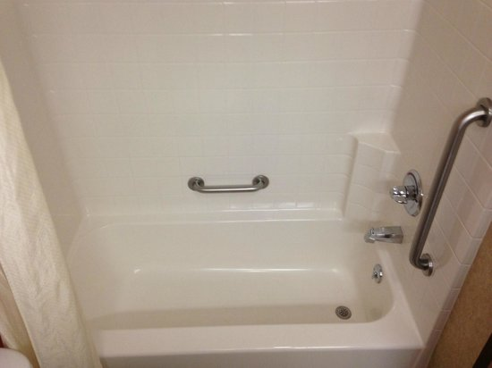 Sleep Inn & Suites Hays: Tub/Shower