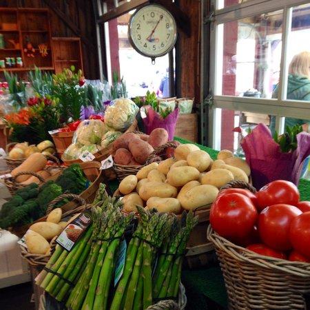 Dyment's Farm : Local, farm-fresh vegetables and fruits