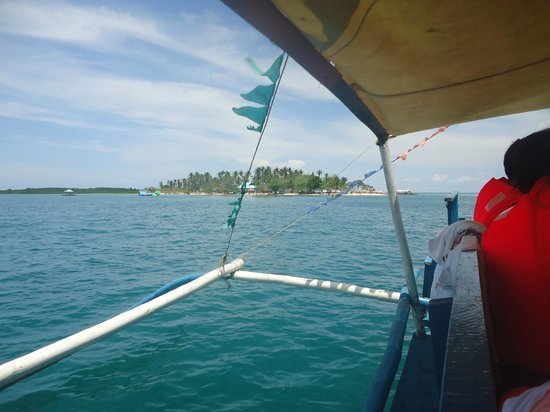 Cowrie Island: view going to cowrie and inflatable platforms