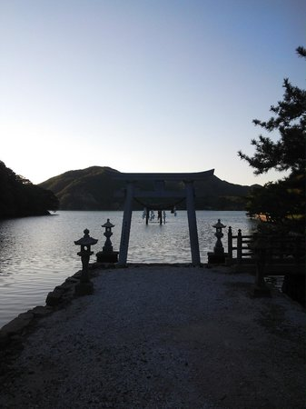 Watatsumi Shrine: 13.10.12【和多都美神社】満潮時の鳥居②