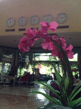 Queen Margarette Hotel: Hotel lobby