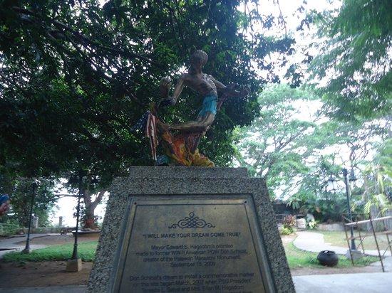 Plaza Cuartel: statue memorial