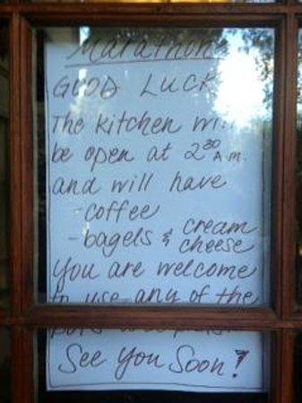Old Monterey Inn: Marathon note on front door