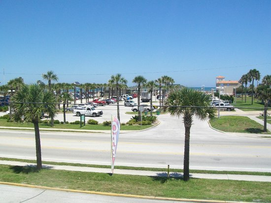 BEST WESTERN Seaside Inn-St. Augustine Beach: View of public beach from restaurant
