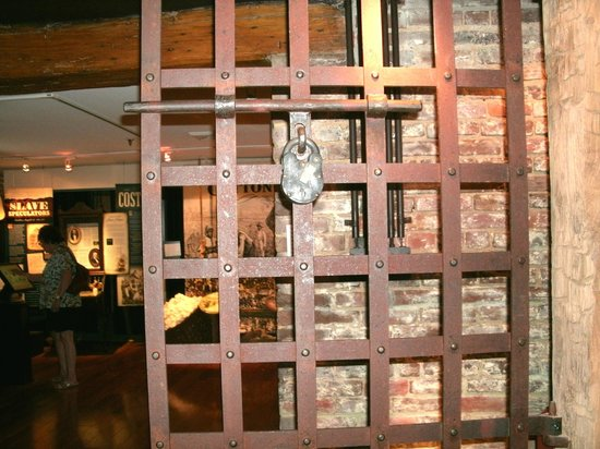 Freedom House Museum: Holding room where up to 60 slaves would await their fate