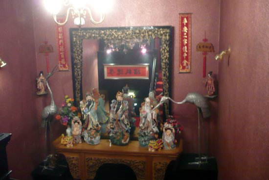Cathay House : Chinese statues in the restaurant
