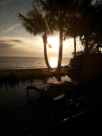 Chongfah Beach Resort: Sunset at swimming pool