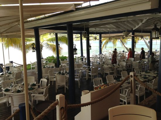 St. James's Club & Villas : dining area