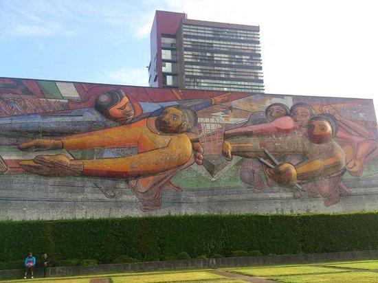 Ciudad Universitaria: 革命