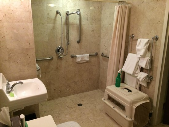 Samoset Resort On The Ocean: accessible bathroom