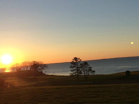 Samoset Resort On The Ocean: 516AM in May, Sunrise looking out of our room