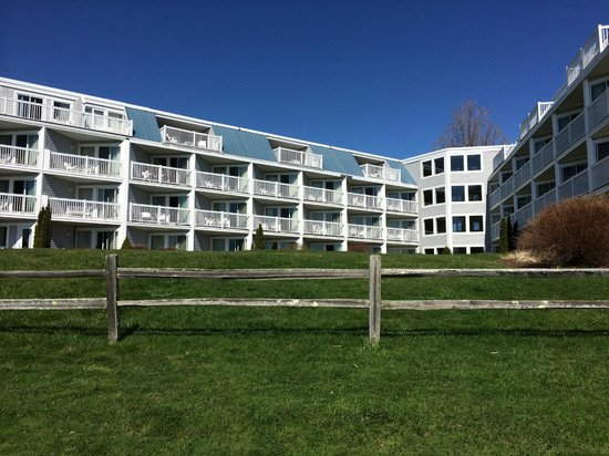Samoset Resort On The Ocean: looking back at hotel, in the morning