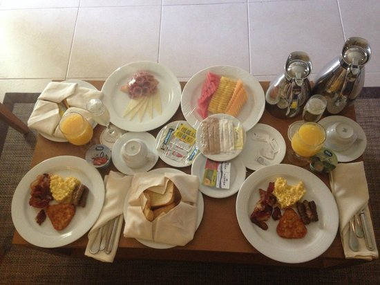 Secrets Royal Beach Punta Cana: room service breakfast