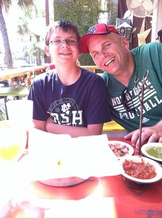 Taco Boy : lunch on the patio.
