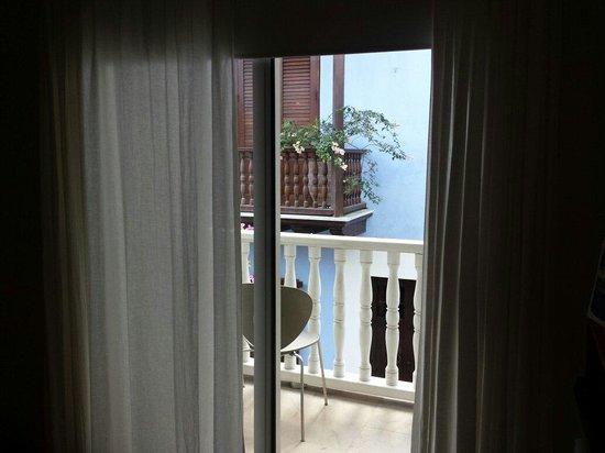 Delirio Hotel: Vista da varanda, quarto 202.