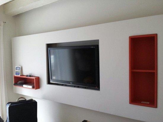 Delirio Hotel: Painel tv.