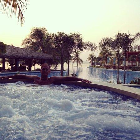 Grand Roatan Caribbean Resort: Hot tub!
