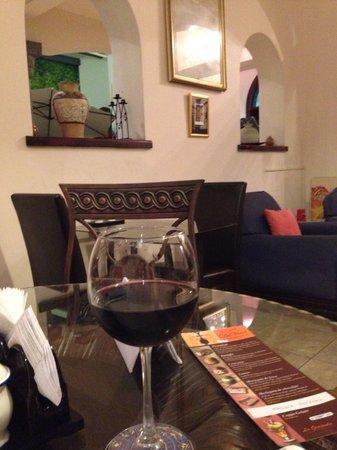Il Caffe Da Vinci: Disfrutando del vino