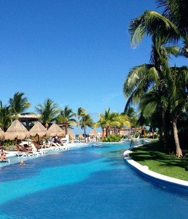 Excellence Playa Mujeres : View looking towards the ocean
