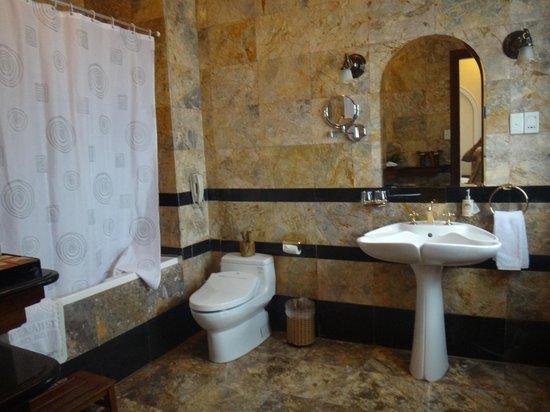 Hotel Majestic Saigon : バスルーム