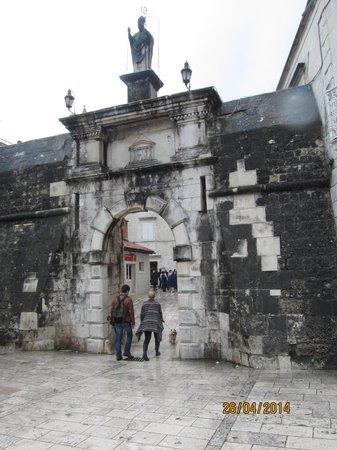 Weltkulturerbestätte Trogir: Trogir entrance
