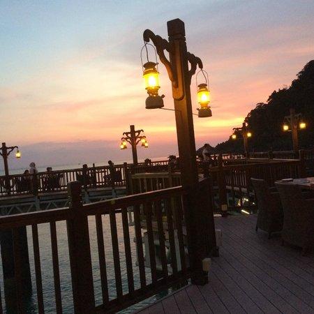 Berjaya Langkawi Resort - Malaysia: Pahn Thai restaurant at sunset