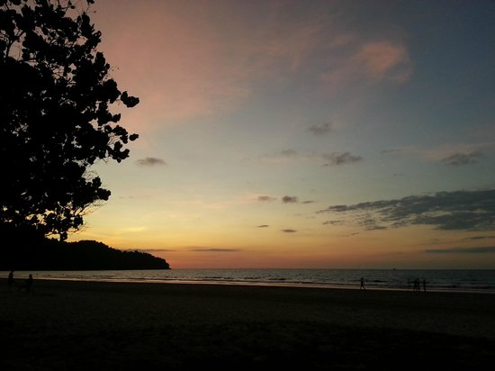 Nexus Resort & Spa Karambunai : Sunset from the beach
