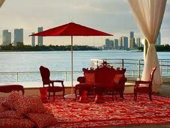 Mondrian South Beach Hotel: relax on the patio