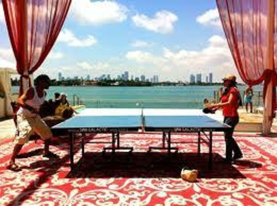 Mondrian South Beach Hotel: ping pong in piscina