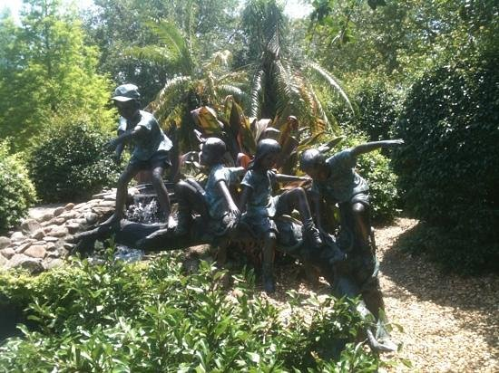 Largo, FL: Bronze Statue