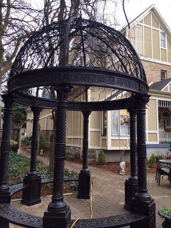 Idlewyld Inn & Spa : The courtyard
