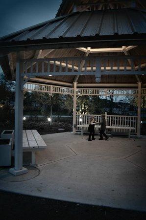 South Holland, IL: Gazebo, Veteran's Park