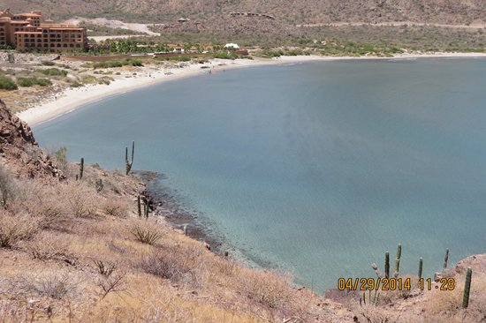 Villa del Palmar Beach Resort & Spa at The Islands of Loreto: Along the trail to the private beach