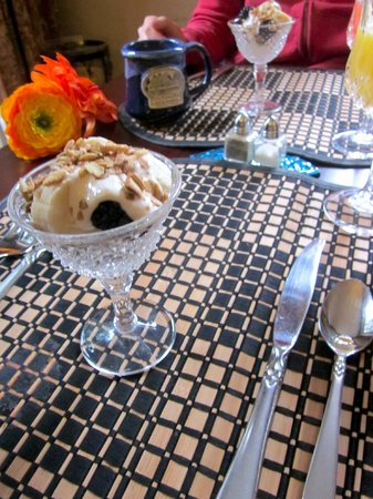 Inn on Putney Road Bed and Breakfast : Local Fruit & Granola with Orange Cream!