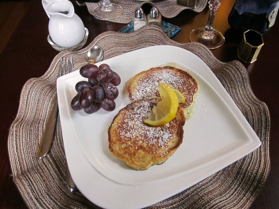 Forty Putney Road Bed and Breakfast : Lemon Ricotta Blueberry Pancakes for Breakfast!